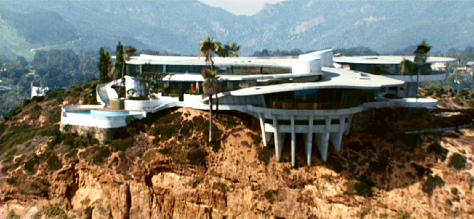 Amazing The 10 Coolest Fictional Residences In Movie History Vh1 Largest Home Design Picture Inspirations Pitcheantrous