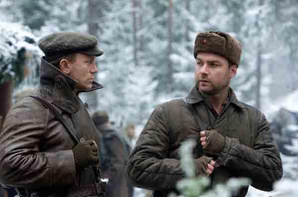 """Daniel Craig and Liev Schreiber in """"Defiance"""""""