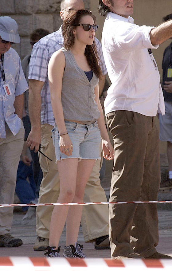 Kristen Stewart - New Moon set - Italy