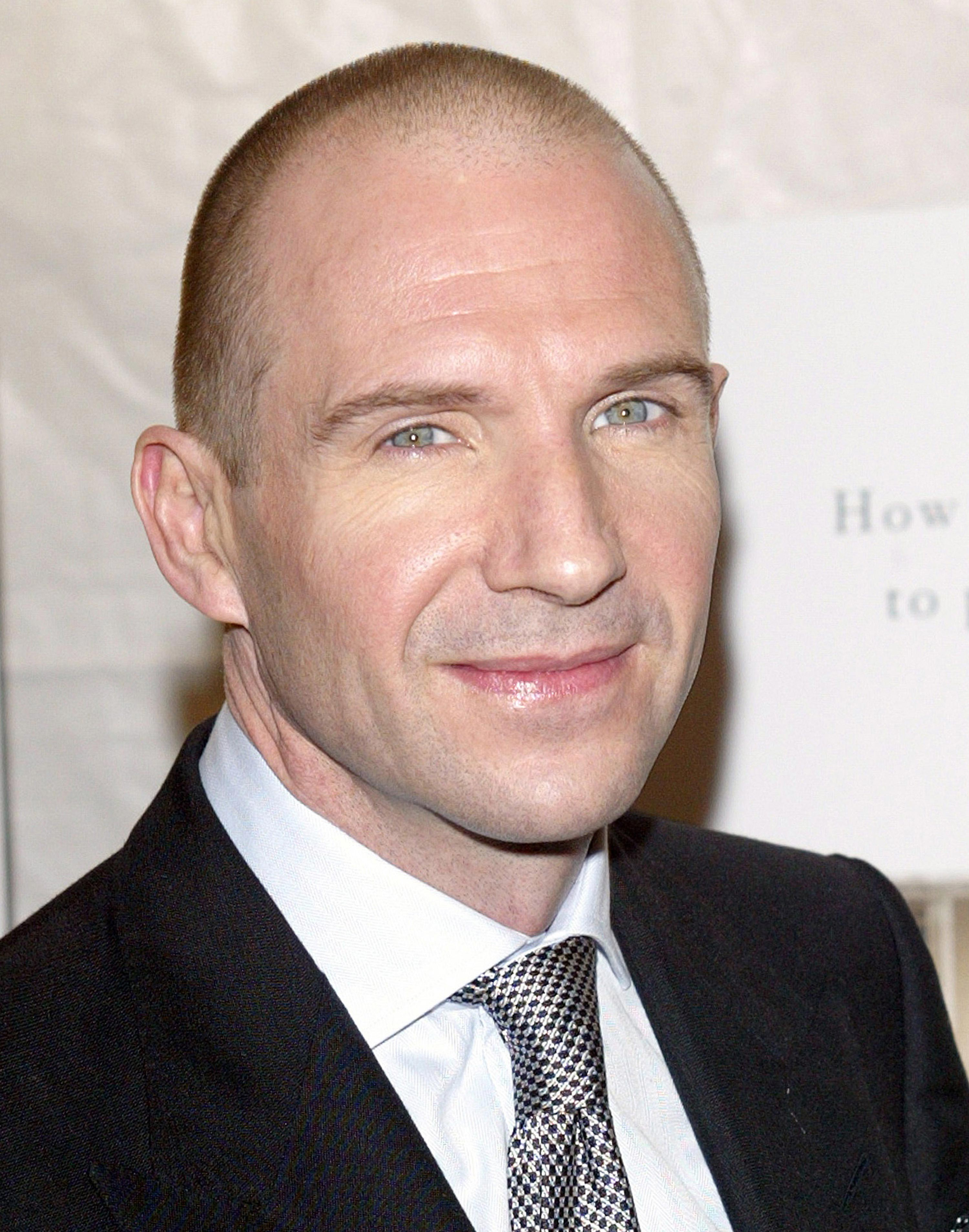 Ralph Fiennes - Photo Colection