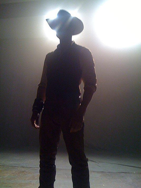 Cowboys and Aliens photo, Daniel Craig in silhouette