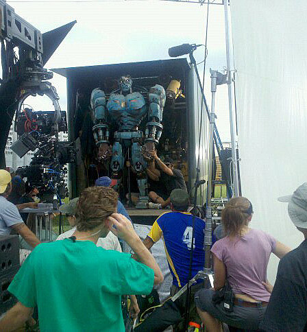 """Странный робот, с... Главный фильм следующего года -  """"Трансформеры 3..."""
