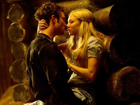 Amanda Seyfried and Shiloh Fernandez, Red Riding Hood