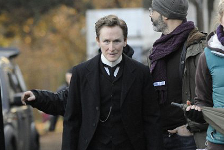 Glenn-Close-on-the-set-of-Albert-Nobbs-i