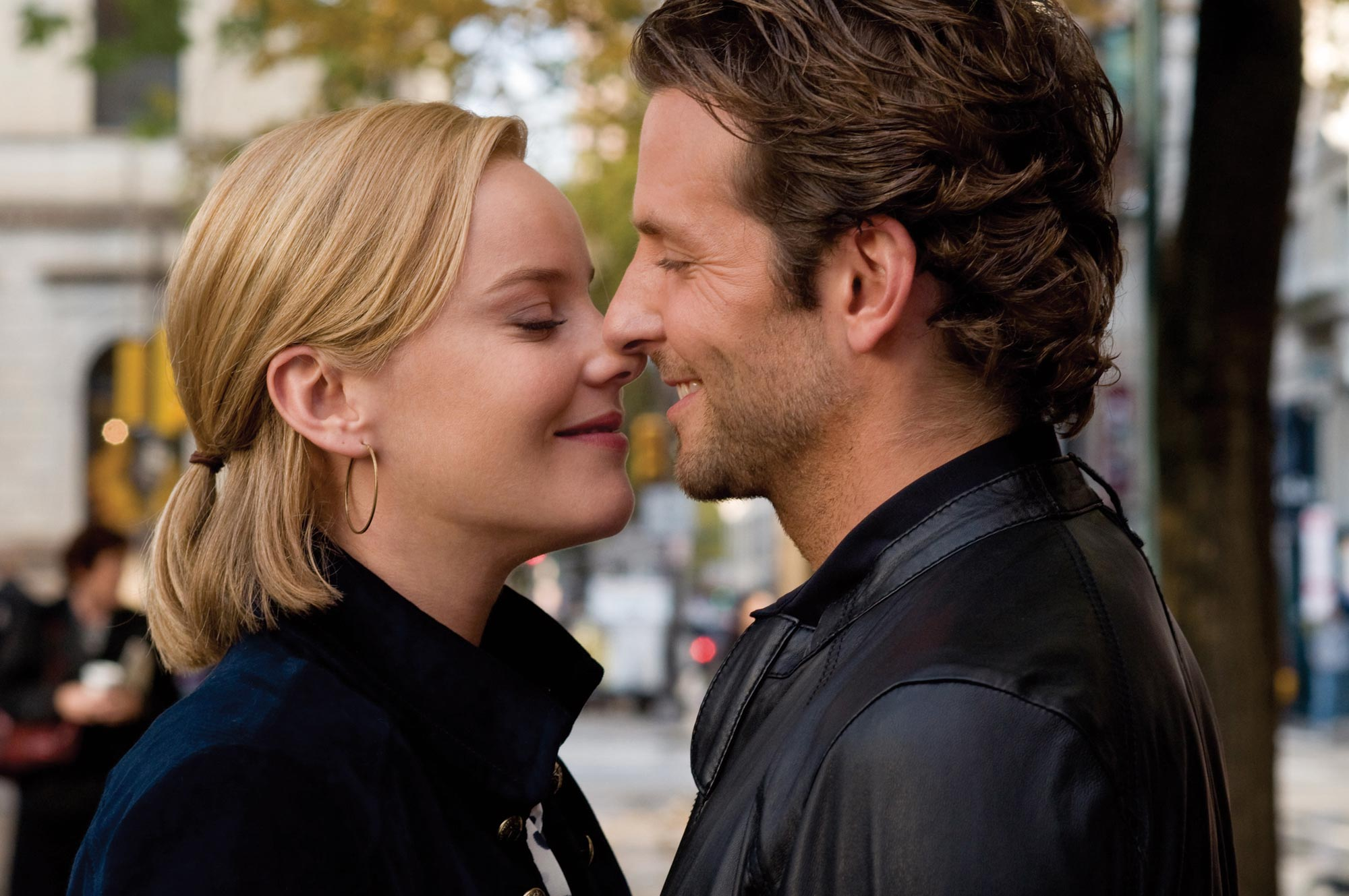 Bradley Cooper and Abbie Cornish in Limitless