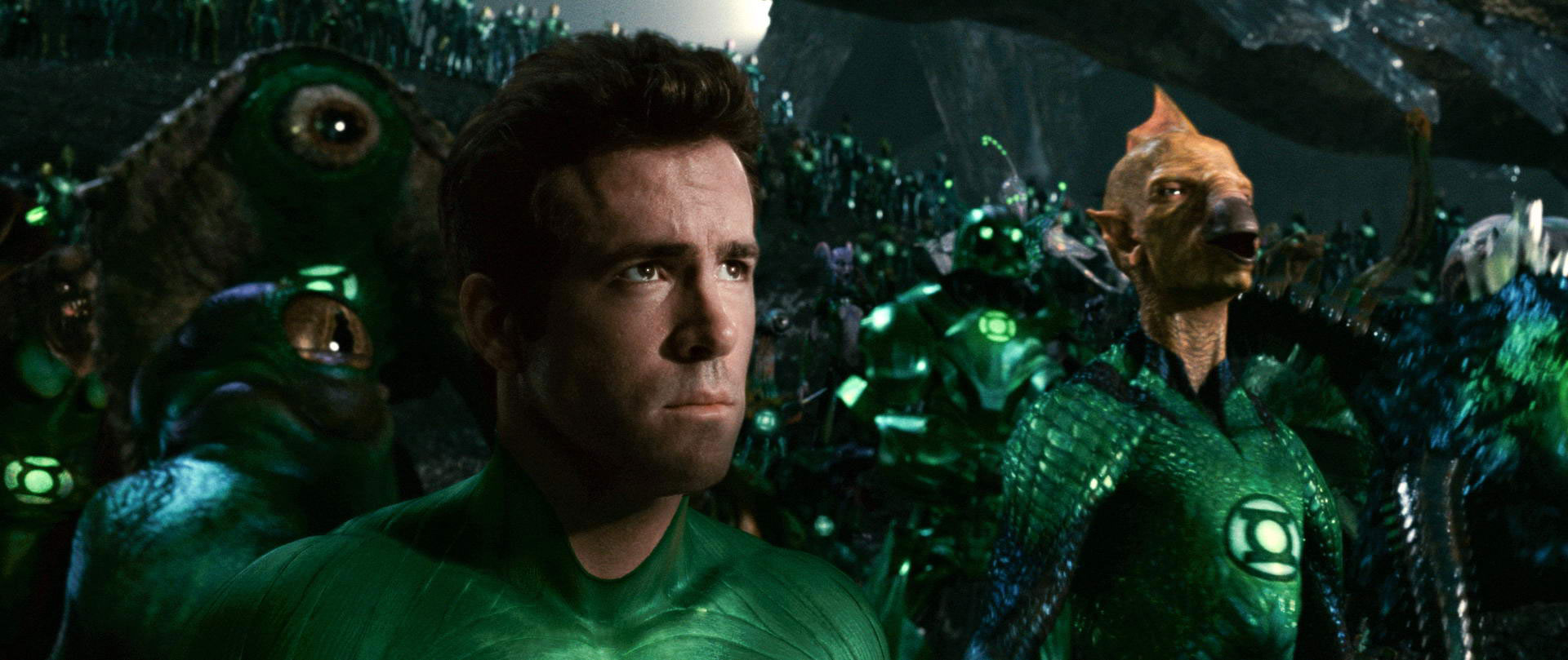 Green Lantern (Ryan Reynolds) and Tomar-Re (voice by Geoffrey Rush) in Green Latern