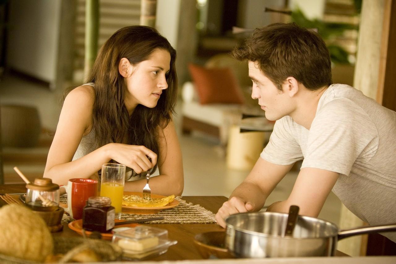 Bella Swan (Kristen Stewart) and vampire Edward Cullen (Robert Pattinson), Twilight Breaking Dawn Part 1