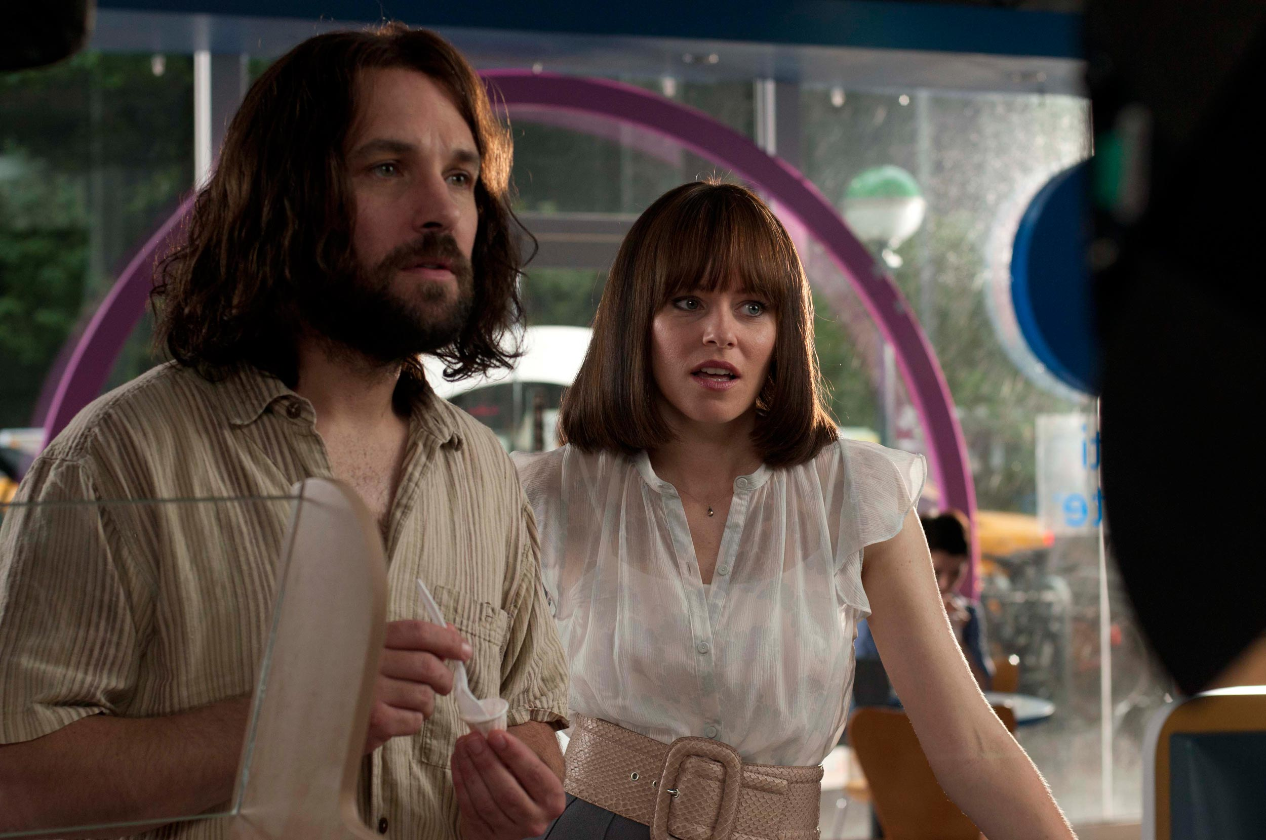 Elizabeth Banks and Paul Rudd in Our Idiot Brother
