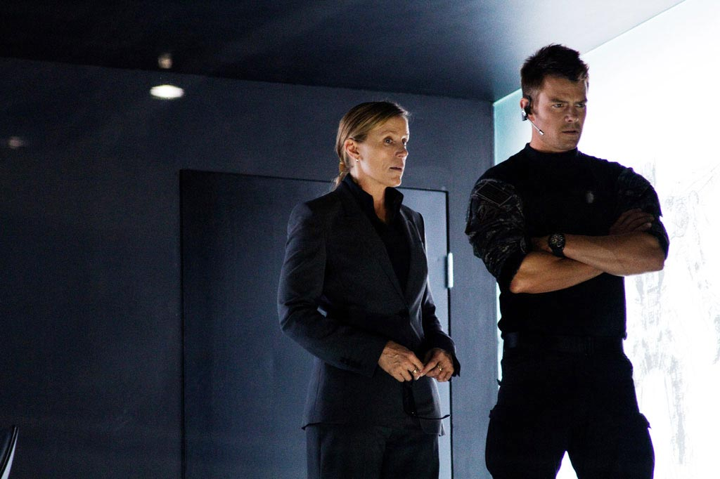 Frances McDormand and Josh Duhamel, Transformers: Dark of the Moon
