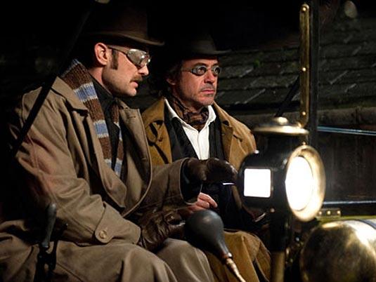 Sherlock Holmes (Robert Downey Jr.) and Dr. John Watson (Jude Law)