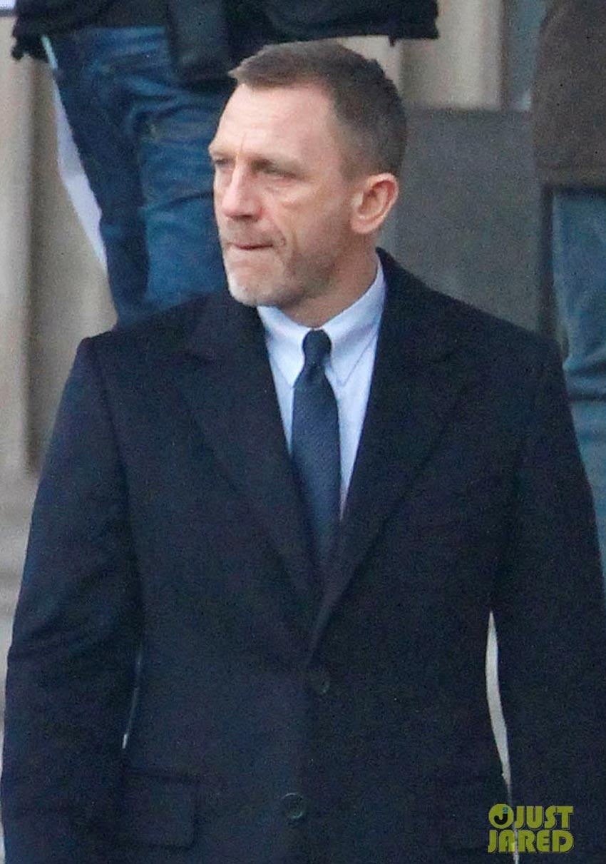Skyfall Set Photos Featuring Daniel Craig As James Bond