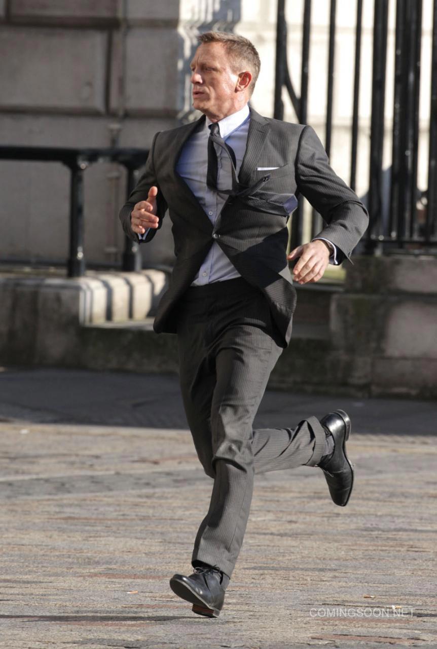 New SKYFALL Set Photos Featuring Daniel Craig as James