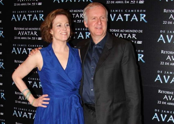 Photo of Sigourney Weaver & her friend  James Cameron