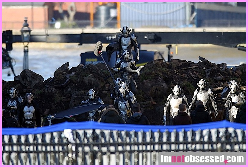 Thor 2: The Dark World Dark Elves 9