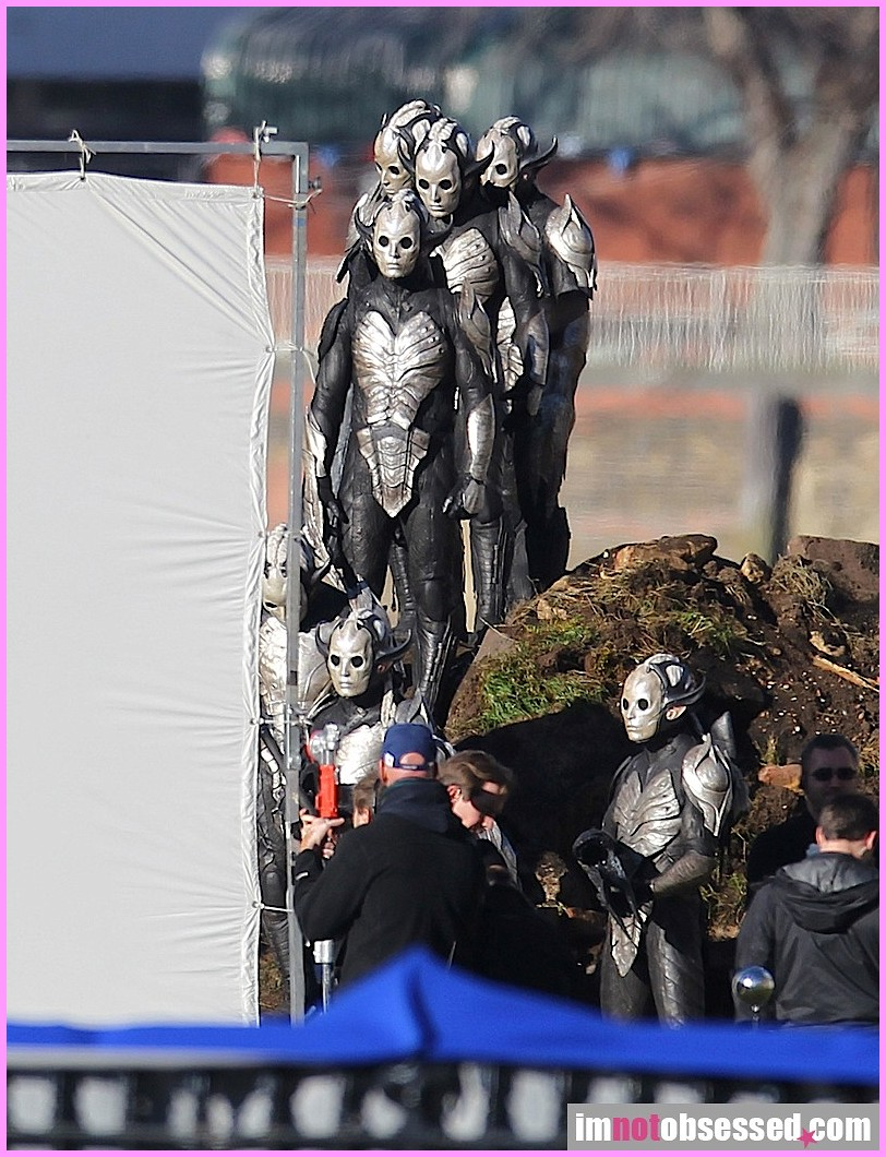 Thor 2: The Dark World Dark Elves 7