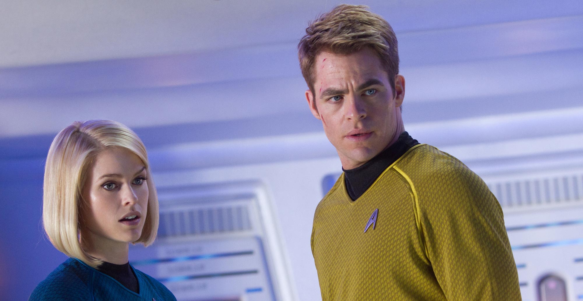 star-trek-into-darkness-chris-pine-alice-eve.jpg