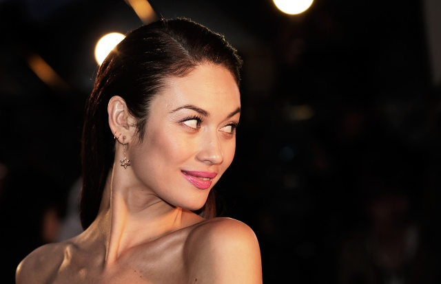 November Man Scores Olga Kurylenko Luke Bracey And Bill Smitrovich Filmofilia