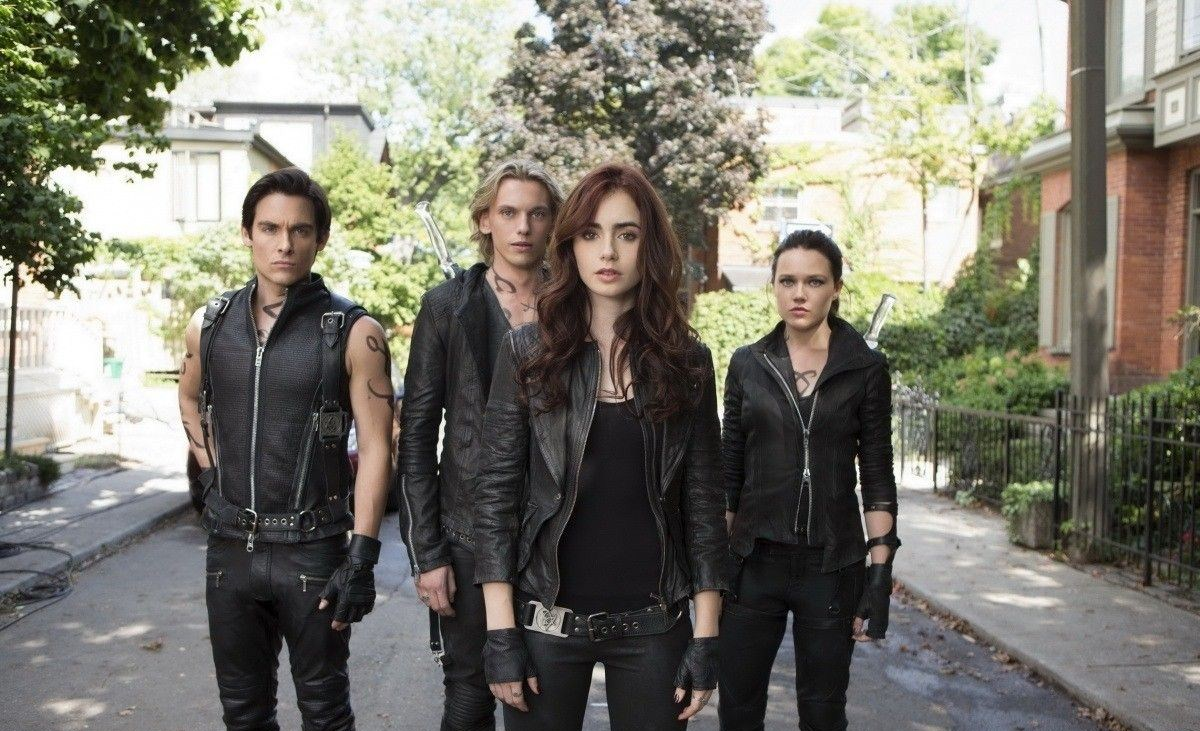 city of bones What makes an instrument mortal is still a little vague in the mortal instruments: city of bones, the newest wanna-be twilight but one thing's for certain: this particular instrument is way out of tune this one is by far the worst of the twilight copies.