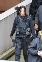 jennifer lawrence - on the set of mockingjay in paris (05-12-14)