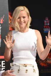 THE HUNGER GAMES: MOCKINGJAY ­PART 2 - Jennifer Lawrence Hand and Footprint Ceremony in Hollywood